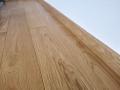 Deska podłogowa z litego drewna dębowego, listwy przypodłogowe lite, lakier, producent Walczak.