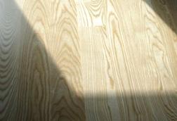 Podłoga drewniana, lita deska podłogowa - jesion